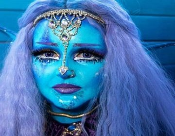 Artist with a blue face Interesting and wonderful news